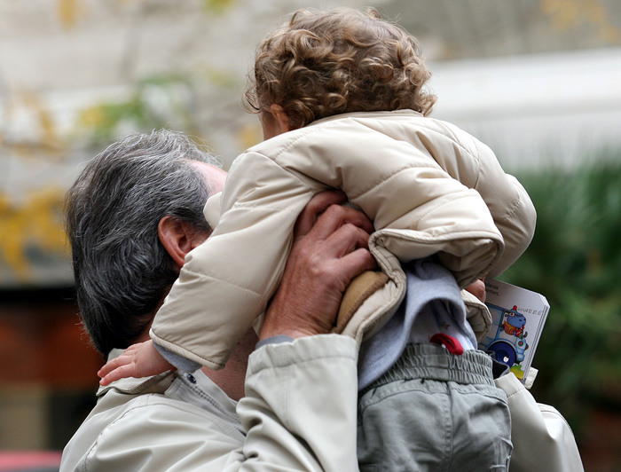 Calano ancora i residenti in Italia. Sempre più vecchi, età media sale a 45 anni