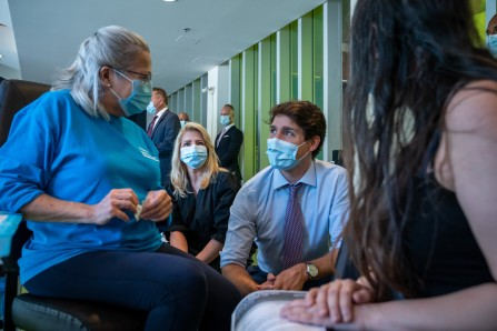 Vaccinazione: la visita di Trudeau a Saint-Michel