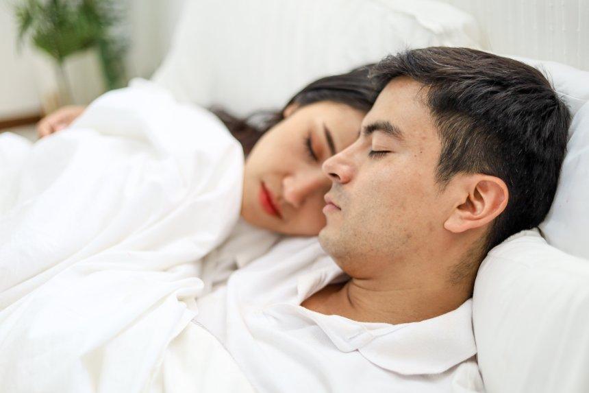 La pandemia aumenta i disturbi del sonno. Ecco come migliorare il riposo